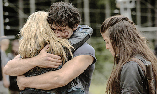 bellamy clarke the 100 hug